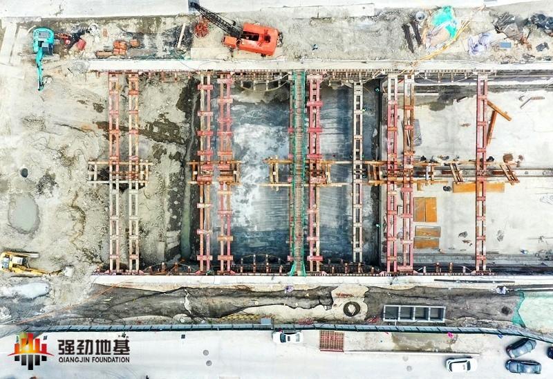预应力鱼腹式基坑钢支撑施工现场