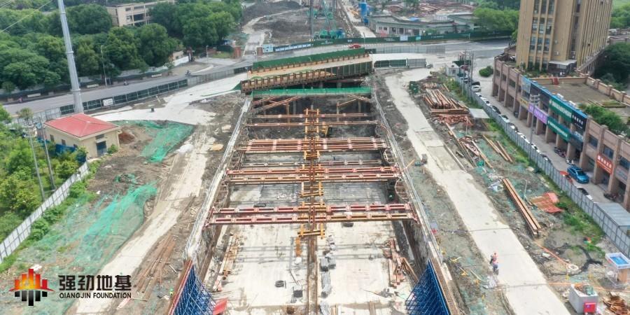 预应力鱼腹式基坑钢支撑技术在明挖隧道工程中应用效果显著